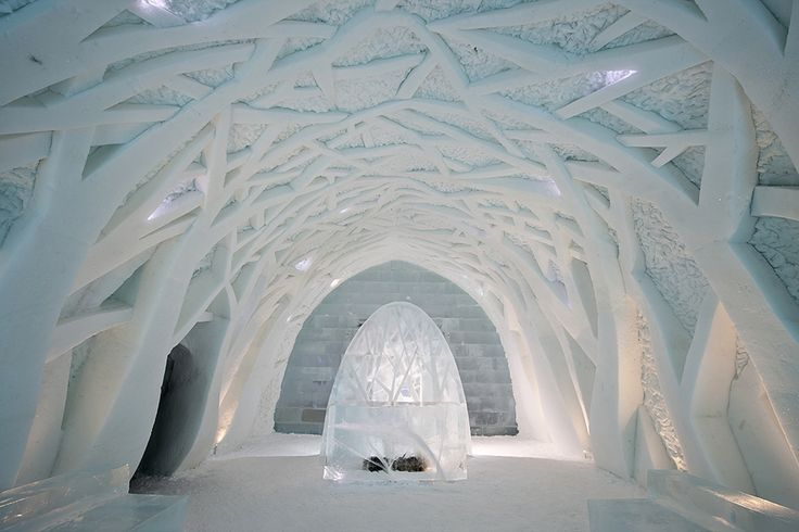 Picture of the inside of the Icehotel in Jukkasjärvi, Sweden