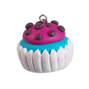 Using FIMO and Mungyo modelling tools, it is very easy to make this cute cupcake pendant!
