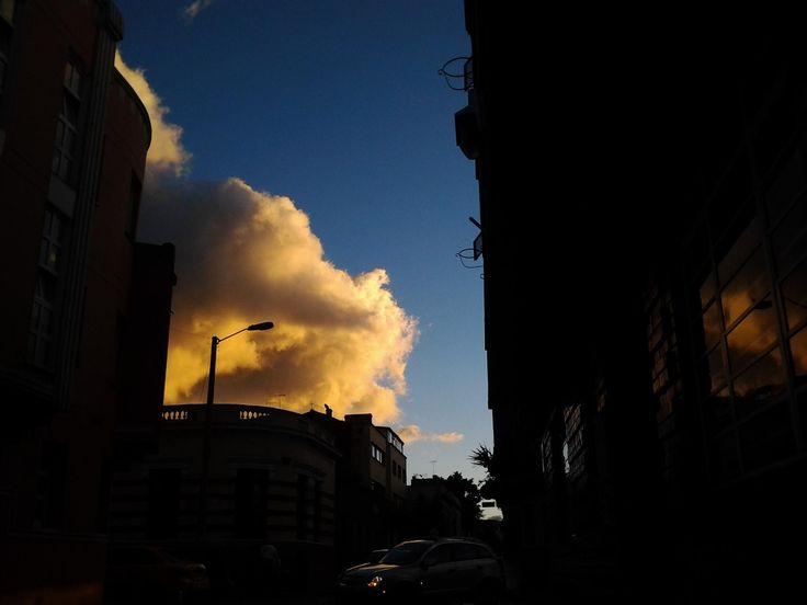 sunset in #lacandelaria in #bogota by @yeyocoreart #yeyocoreart