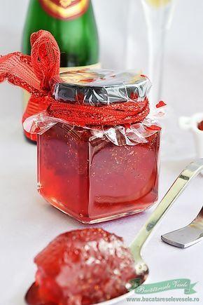 Dulceata de Capsuni cu Sampanie va garantez ca este o delicatesa. Daca preparati Dulceata de Capsuni cu Sampanie sunt sigura ca veti renunta la reteta clasica. Sampania se poate inlocui cu un vin alb sau rose, demi sec sau demi dulce. Urmatoarea tura care va fi in curand pusa in aplicare voi folosi un vin