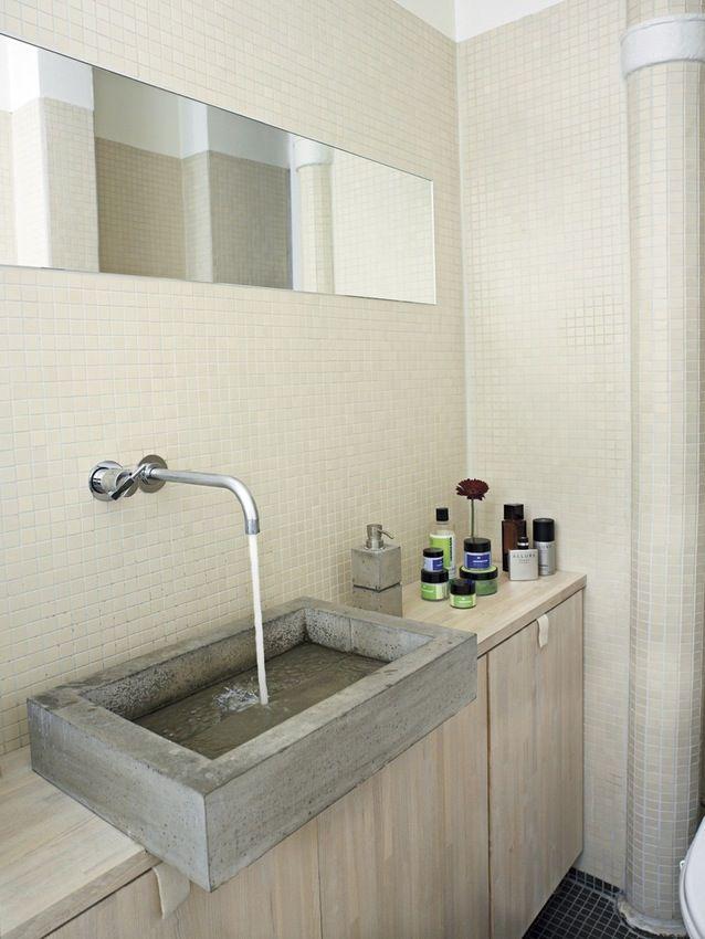 4. RUSTIK BETONVASK. Er du på jagt efter et unikt indslag i dit nye badeværelse, var det måske en idé at kopiere denne rustikke betonvask (som du kan selv støbe, hvis du har mod på det!). Vasken er smuk og stilren og tilfører et lyst og neutral...