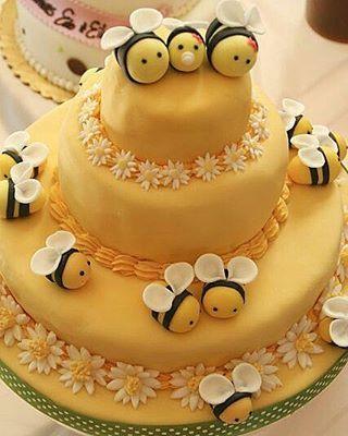 Excesso de fofura e delicadeza nessa linda inspiração de bolo no tema…