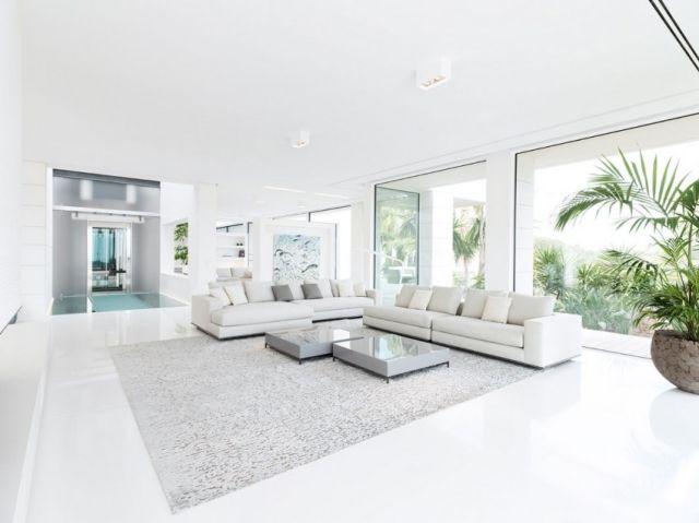 ideen wohnzimmer einrichtung schlicht wei hochfloriger teppich grau flauschig - Wohnzimmer Wei Modern