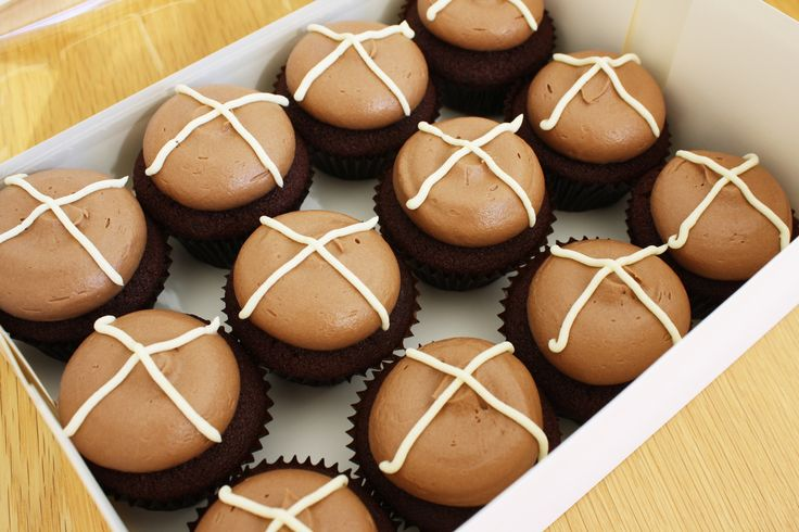 Hot Cross Cupakes I The Pretty Baker Choc cupcakes with choc buttercream and white choc crosses. #easter #whittakers #theprettybaker