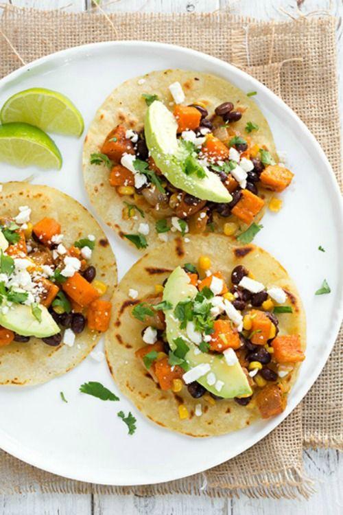 Borritos met zoete aardappel, zwarte bonen, avocado en honing-limoen