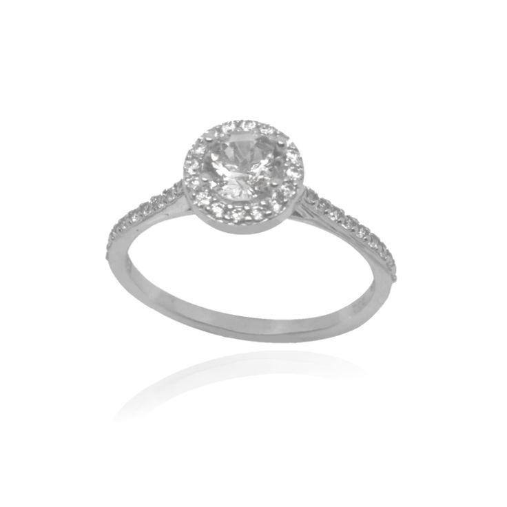 Μονόπετρο δακτυλίδι από λευκόχρυσο Κ.14 (585°) με λευκή κεντρική πέτρα τοπάζ Swarovski® και μικρότερες λευκές πέτρες.