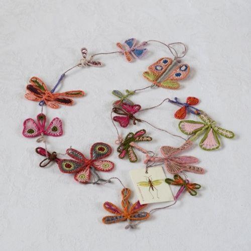 """Grand sautoir Sophie Digard, modèle """"Papillons""""Peut se porter long ou en double rangée, les papillons sont sur une structure métallique, articulables à plat ou en envol!"""