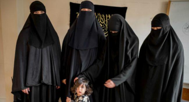 Muçulmanas Que Não Aprenderem Inglês Em 30 Meses Poderão Ser Deportadas Do Reino Unido