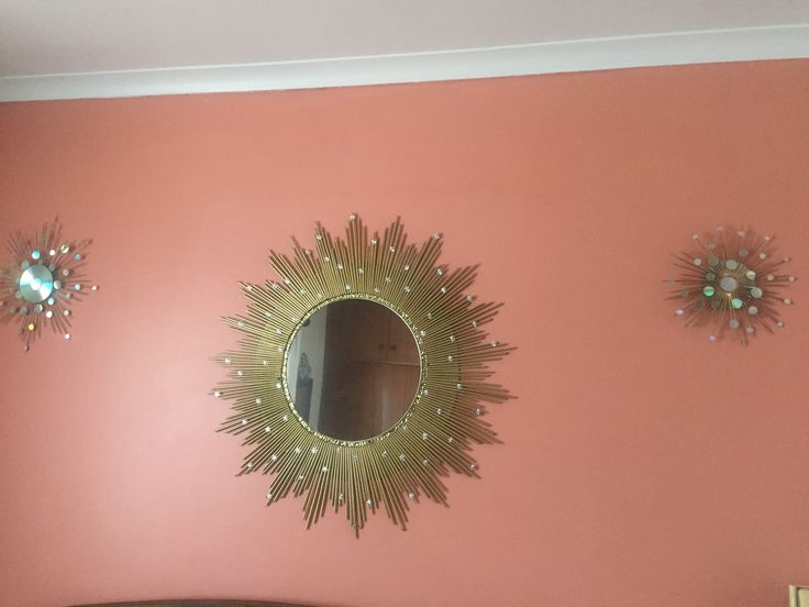 My large Starburst mirror was made from magazine pages rolled up sprayed gold then painted with Pratliglo. The smaller ones I made from CD's and skewer sticks