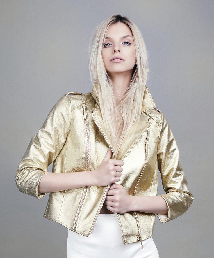 Golden obsession!✨  #oanapop #leatherjacket #goldenobsession #details #fashion #fashionindustry #fashionphotography#fashioncatalog Photo: Anca Cheregi Model: Cristina Oltean Mua: Ioana Malai