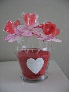 Valentine Candy Bouquet...wouldn't this be cute as a teacher gift?