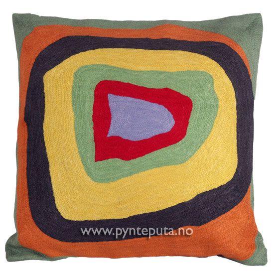 """Pyntepute """"Ellipse 2"""". Det abstrakte uttrykket, og de friske fargene skaper en spennende detalj i interiøret ditt. Putetrekket er brodert i ull og mange lekre farger, blant annet lys blågrå, oransje, rød, grønn, gul og mørkebrun. Fra nettbutikken www.pynteputa.no. #pyntepute #pynteputer #sofaputer #kandinsky #farger"""