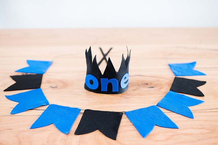 Made to match our range of felt crowns they are the perfect back drop for a 1st birthday, cake smash or wall décor in the nursery.Please mention your colour selection in the comments section at...