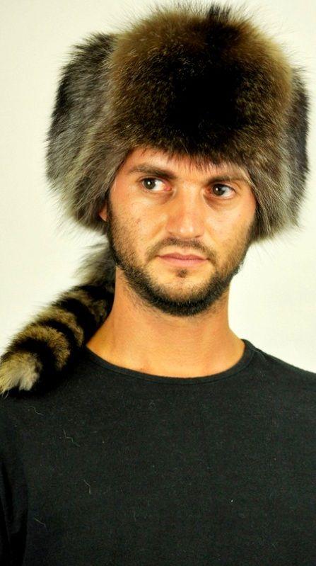 Cappello in procione in stile russo con coda.  www.amifur.it