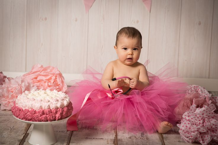 The cake and the babygirl #love #cute #amore #babygirl #cake #torta #rosa #pink #photo #foto #moments #photographer #fun #monicapallonifotografa
