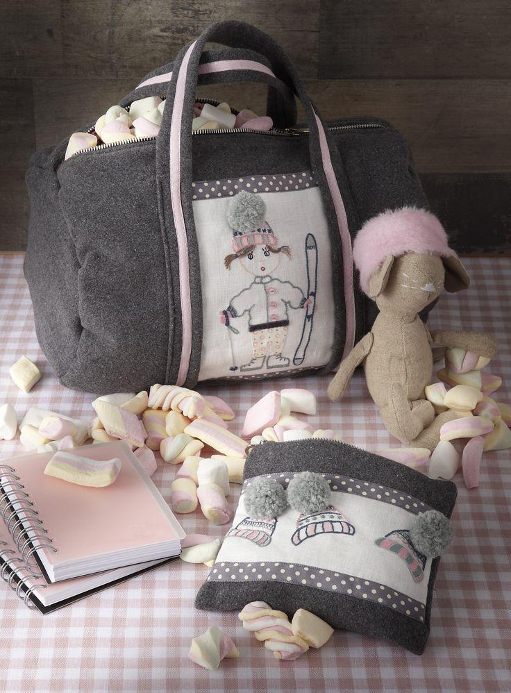 Les créatrices de ce livre (Sandrine Guédon, Françoise Collomb, Jennifer Lentini, Cindy Guéret…) vous invitent à confectionner toute une panoplie de jolis accessoires pour les tout-petits. Au programme des festivités : une parure de lit tendre et câline pour bébé, un tableau décoratif recouvert d'une poupée à habiller, une gigoteuse, des tours de lit, des coussins divers… Vous trouverez aussi votre bonheur en réalisant un sac à langer, une panière à couches ou un sachet de dragées.