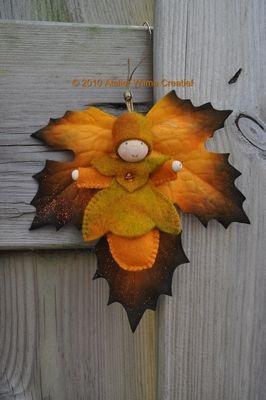 Herfstbladpopje op ondoorzichtig blad Herfst | Vilt | Handwerkpakket | zelfmaakpakket | Atelier Wilma Creatief