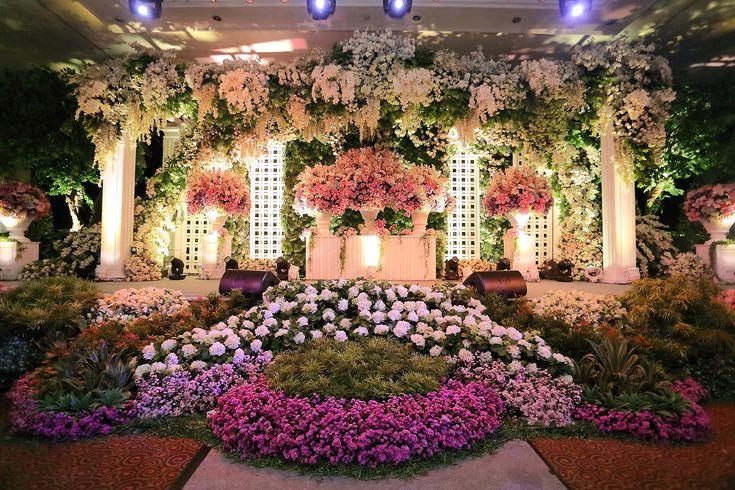 Inspiring post by Bridestory.com, everyone should read about 5 Top Wedding Decorators in Surabaya on http://www.bridestory.com/blog/5-top-wedding-decorators-in-surabaya