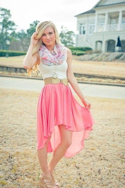 I'm not really a fan of the high-low skirts on me, but I love the colors and overall outfit!