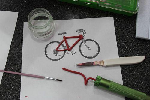 http://www.sweetdreamscakeapp.com/2013/04/17/anniversary-cake-and-gumpaste-bicycle-tutorial/  Forming bike