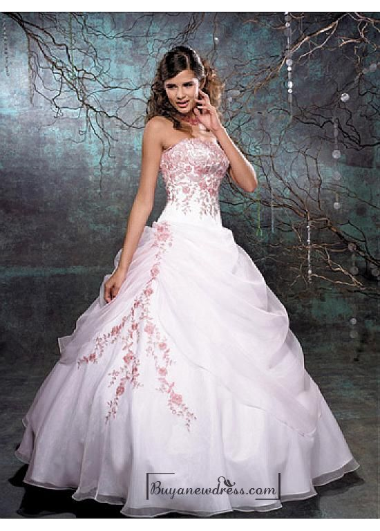 Beautiful Elegant Organza Ball Gown Strapless Wedding Dress In Great Handwork - Buyanewdress.com