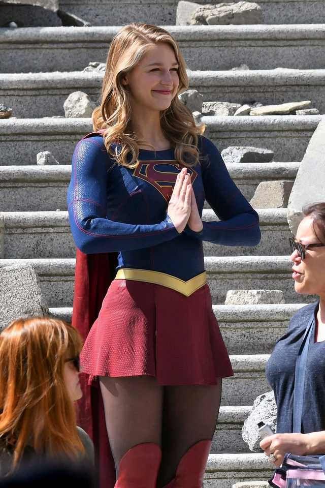 Melissa Benoist Being Cute Af Imgur Supergirl Melissa Benoist Supergirl Cosplay