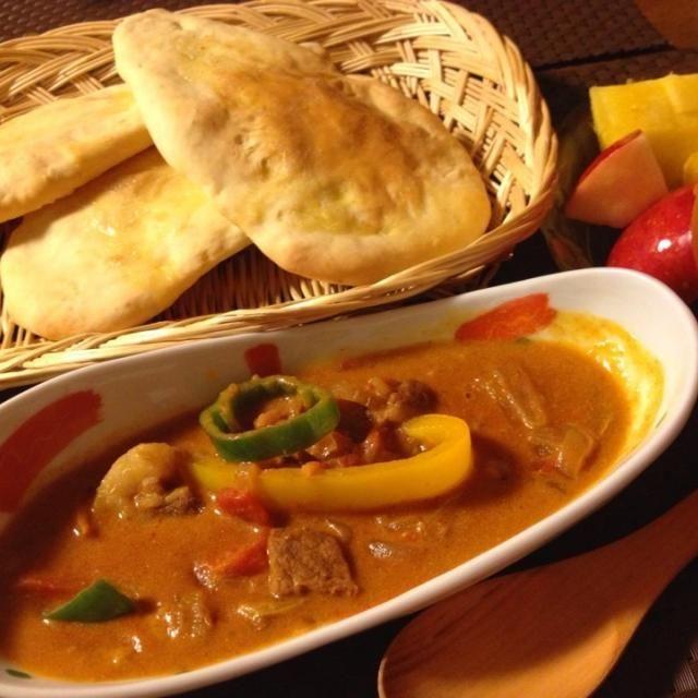 最近ハマってるネパールカレー屋さん♡ お家でも食べたくて、ナンとカレーを作ってみました〜♪  辛いけど、子供たち完食したよ❤ - 147件のもぐもぐ - 今夜はネパールカレーです(ナンのレシピ) by momozail