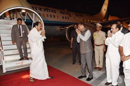 Hon'ble Governor receiving Hon'ble Vice President of India at Begumpet Airport