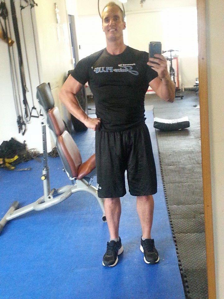 Todos los días, el fisicoculturista Dean Wharmby (39 años) llevaba una dieta a base de 10 mil calorías y altas dosis de esteroides. Una tarde de 2013, al salir del gimnasio, su cuerpo simplemente se desplomó.