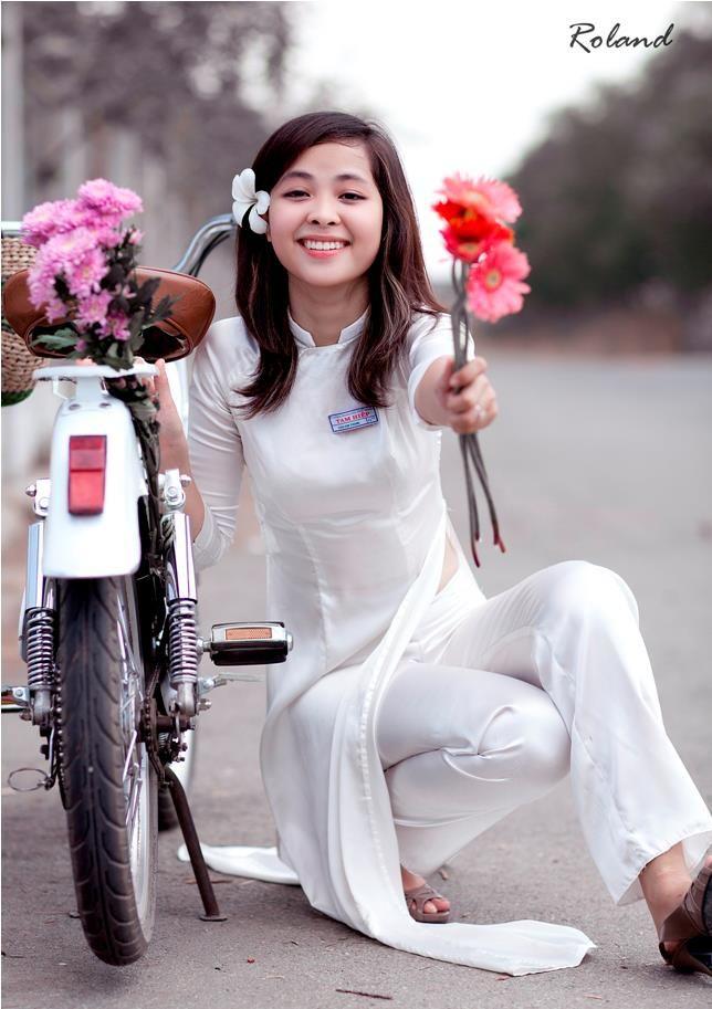 Ao dai Vietnam - Vietnam beautiful Girls - Ao dai The is a ...
