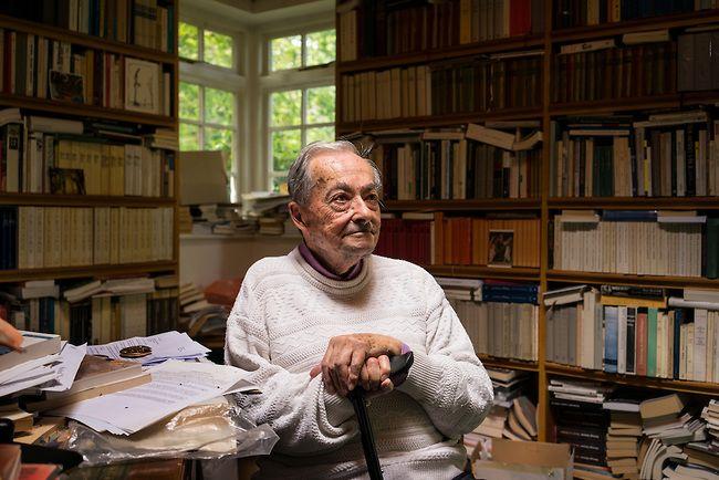 Leo una entrevista periodística a George Steiner, eminente catedrático de literatura comparada, embajador de las Universidades de Princeton, Stanford, Ginebra y Cambridge, premio Príncipe de Asturi…