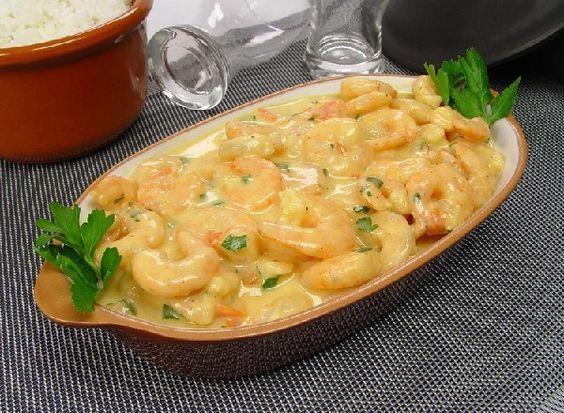 A Moqueca de Camarão é um prato fácil e fazer, delicioso e que vai deixar todos os seus convidados de boca aberta. Confira! Veja Também: Lasanha de Camarão