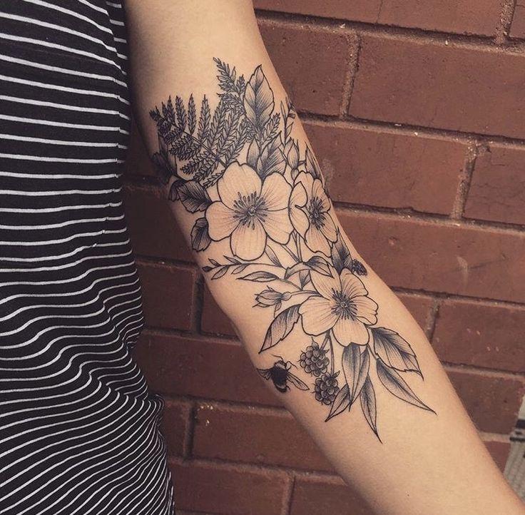 Nessaaa Wildflower Tattoo. Liebe dieses Placement !!