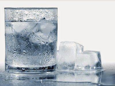 meminum air es membuat langsing