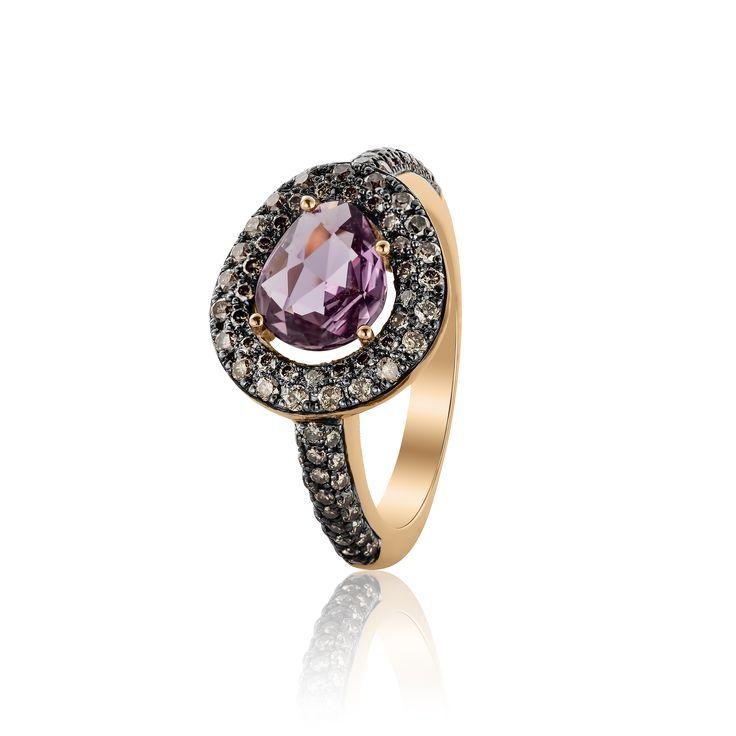 Handmade ring in rosé gold 18Ct, purple sapphire and brown diamonds. Unique jewelry design by Celine Roelens. Handgemaakte ring in roze goud 18Kt, paarse saffier an bruine diamanten. Unieke juwelen ontworpen door Celine Roelens.