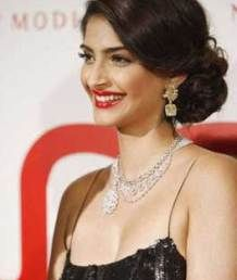 Side bun - Sonam Kapoor | Image Source - Pinterest | Curated by Witty Vows