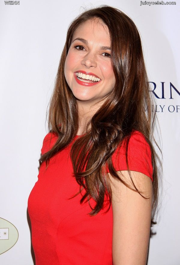 Actress Sutton Foster MARRIES Ted Griffin http://makemyfriday.com/2014/10/actress-sutton-foster-marries-ted-griffin/ #BoardwalkEmpire'sBobbyCannavale, #BreakingNews, #Broadwayworld.com, #California, #Celebrity, #Celebs, #ChristianBorle, #DailyNews, #Marriage, #Movies, #News, #SantaBarbara, #SuttonFoster, #TedGriffin, #TonyAwardwinner, #Wedding