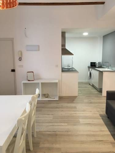 Altar Loft Valencia Altar Loft offers accommodation in Valencia, 500 metres from Barrio del Carmen. The air-conditioned unit is 2.4 km from City of Arts & Sciences.  Oceanografic is 3.1 km from Altar Loft, while Bioparc Valencia is 3.5 km away.