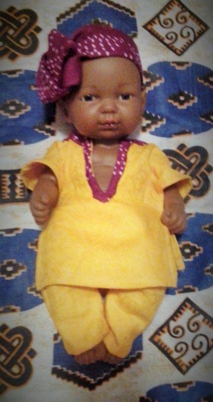 Mahdi, poupon noir Escales Africaines. poupon noir, poupée garçon, poupée vinyle, escales africaines Epernay, poupées des tropiques,