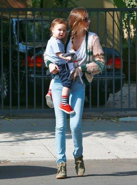 Miranda Kerr Photos - Victoria s Secret model Miranda Kerr takes her son  Flynn to a playdate on February 18 41c50fca72d