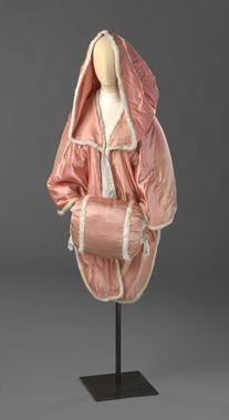 Handwoven silk satin, stem fabric in plain weave and kypert. Norway. ca. 1780-1810  National Museum of Art, Architecture and Design.
