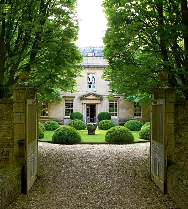 Formal topiary entrance view ensleigh house project for Courtyard driveway house plans