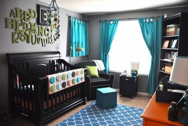 Бирюзовые шторы в маленькой комнате