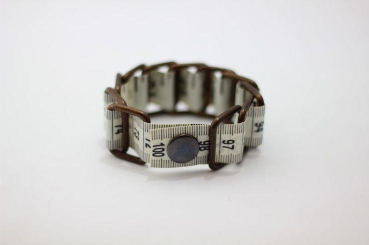 Maßband Armband - Schwarz & Weiß (upcycled Vinyl) von HomeMadeKarma auf DaWanda.com
