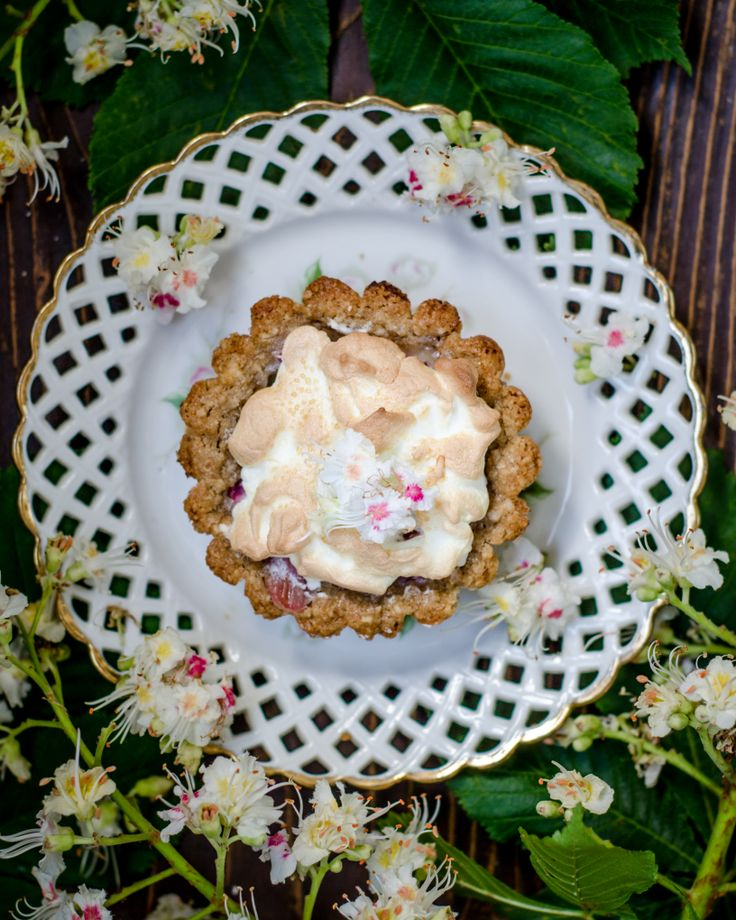 Rhubarb Mini TaRT WITH meringue AruaPetrascu