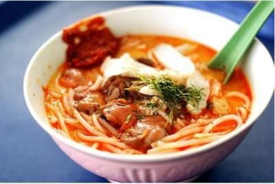 Singaporean Prawn Laksa Soup Recipe  _  Laksa is fusion between Chinese cuisine and Malay cuisine, which happened in Singapore.