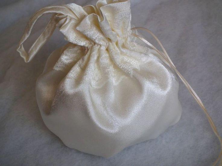 Csipkés alkalmi szatén szütyő, bugyor esküvőre
