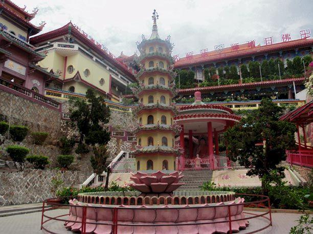 Templo de Kek Lok Si en las afueras de Georgetown en Malasia.