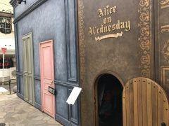 可愛い入り口をくぐり 水曜日のアリスへキュートなお菓子に雑貨アクセサリーが沢山ございます(////)店内も面白いですよ人間が人間が入って来たぞ  #福岡市 #大名 #水曜日のアリス #お菓子 #アクセサリー #雑貨 tags[福岡県]