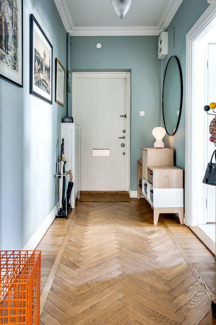 Mint painted walls & Muuto box shelf